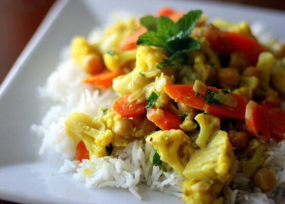 Vegetarian Curry with Cauliflower, Carrots, and Chickpeas | vegetarian recipes | curry recipes | easy recipes | weeknight recipes | gluten-free recipes | perrysplate.com