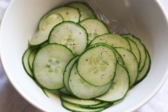 Simple Marinated Cucumbers | easy side dishes | paleo recipes | gluten-free recipes | dairy free recipes | cucumber recipes | www.PerrysPlate.com