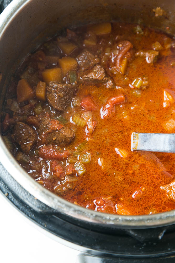 This is THE BEST steak chili ever. You can make it in a slow cooker or Instant Pot and it also freezes beautifully! It's also legume-free making it paleo-friendly. | perrysplate.com #steakchili #chilirecipe #instantpotrecipe