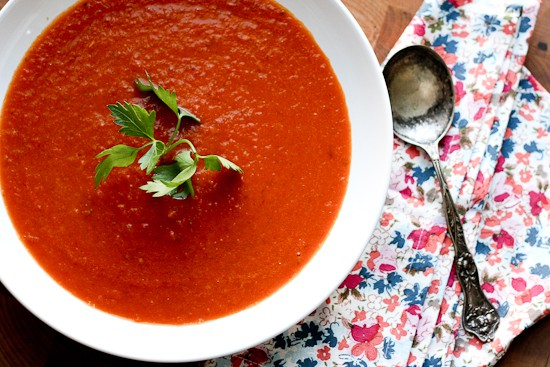 Simple Roasted Tomato Soup | Whole30 soup recipes | paleo soup | perrysplate.com
