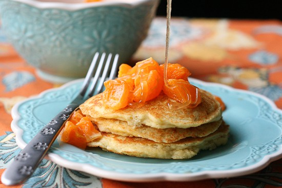 Paleo Dreamsicle Pancakes with Clementine-Vanilla Bean Compote | paleo recipes | grain-free recipes | gluten-free recipes | paleo pancakes | paleo breakfast | orange recipes | perrysplate.com