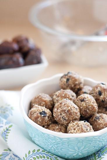 Homemade Blueberry Muffin Larabars - www.perrysplate.com #paleo