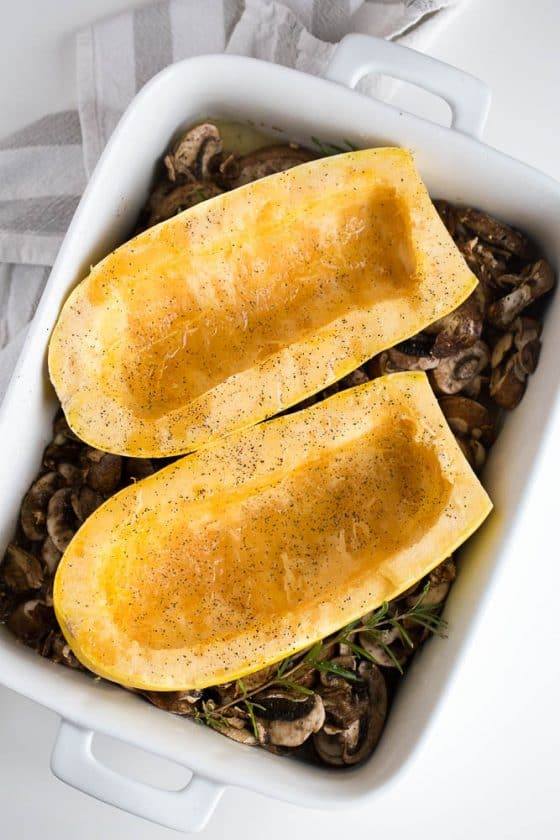 Spaghetti Squash with Roasted Mushrooms and Garlic Sauce | perrysplate.com | paleo recipes | spaghetti squash recipes | whole30 recipes