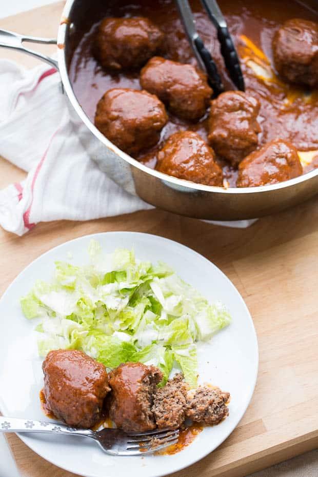 Mini Skillet Meatloaves | Whole30 meatloaf | paleo meatloaf | weeknight dinner recipes | perrysplate.com