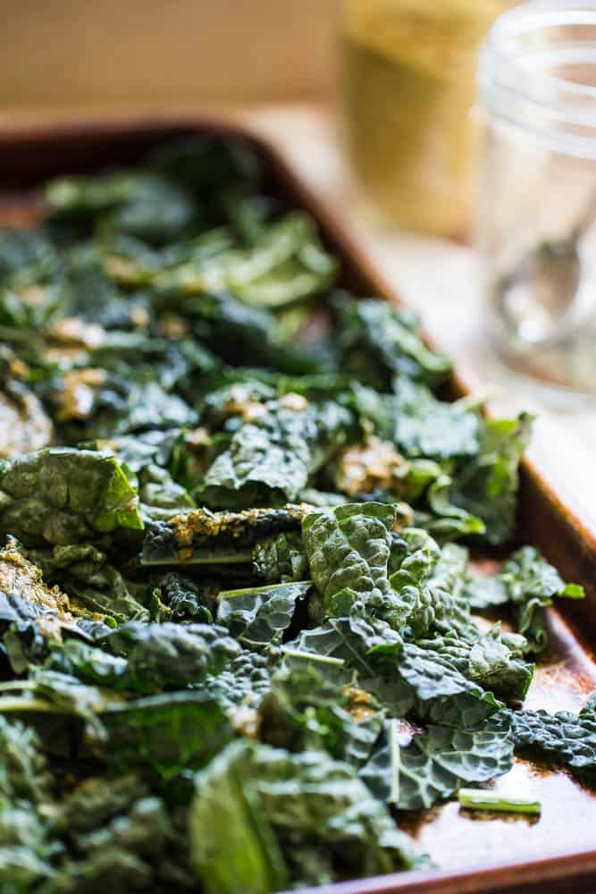 Cheezy Ranch Kale Chips | Whole30 Recipes | Paleo recipes | kale chip recipes | perrysplate.com