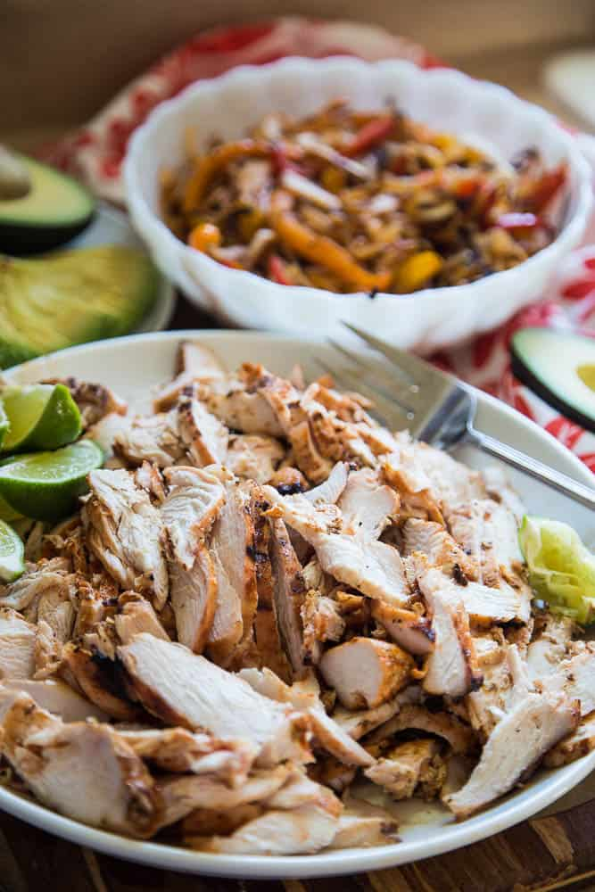 The Best Chicken Fajitas | paleo recipes | Whole30 recipes | fajita recipe | grilling recipes | gluten-free recipes | perrysplate.com