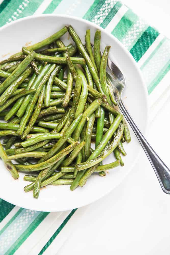 The recipe that made me love green beans. Magic Sautéed Green Beans are a quick and easy side dish (with only a handful of ingredients) to throw together on a weeknight or with a large Thanksgiving meal. | perrysplate.com