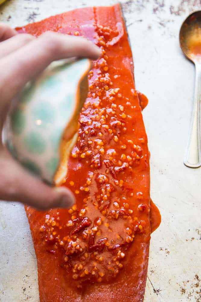 This spicy Harissa Roasted Salmon is a summertime favorite! There are only 5 ingredients and you can make it on the grill, too. Perfect for palo, keto, and Whole30 eaters. | perrysplate.com
