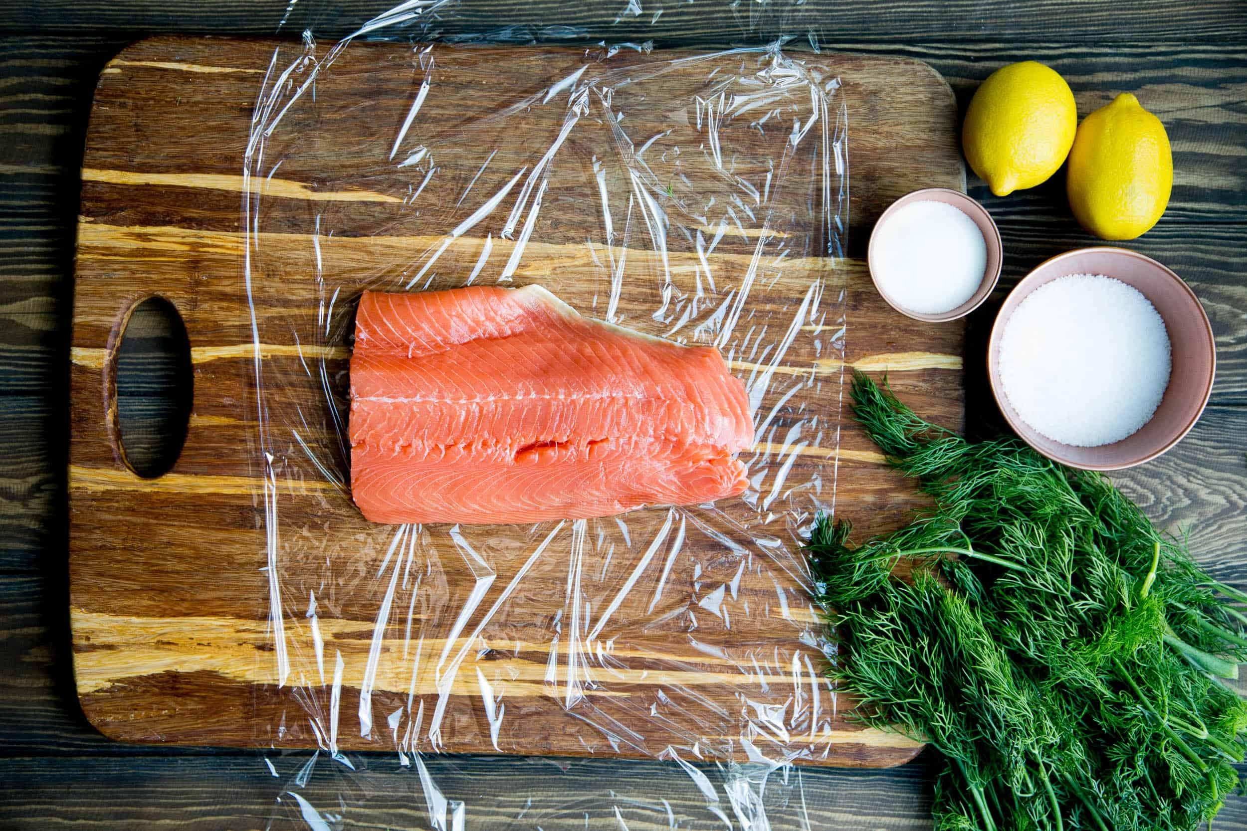 How to make Homemade Cured Salmon (Gravlax) | perrysplate.com