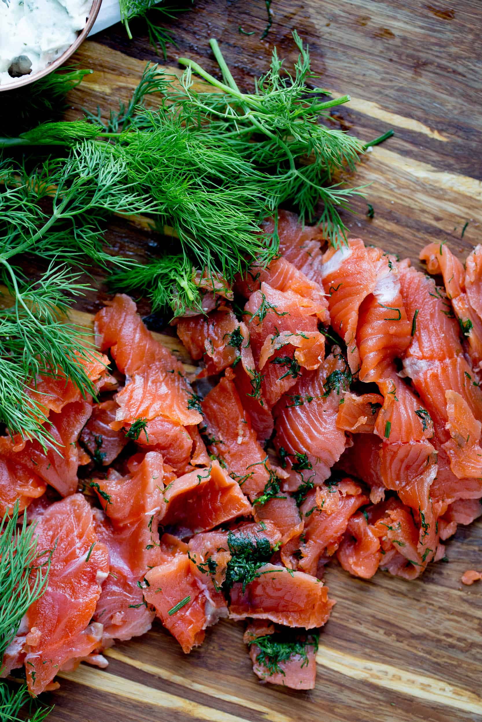 How to make Homemade Cured Salmon (Gravlax) | perrysplate.com