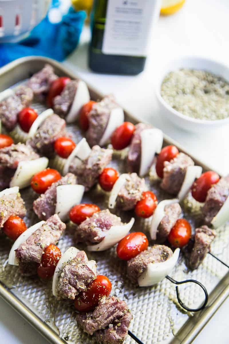 These Easy Greek Steak Kebabs are a quick meal that's great for busy weeknights or for a weekend dinner party! (Don't forget the homemade tzatziki!)   #grillingrecipes #steakrecipes #beefkebabs