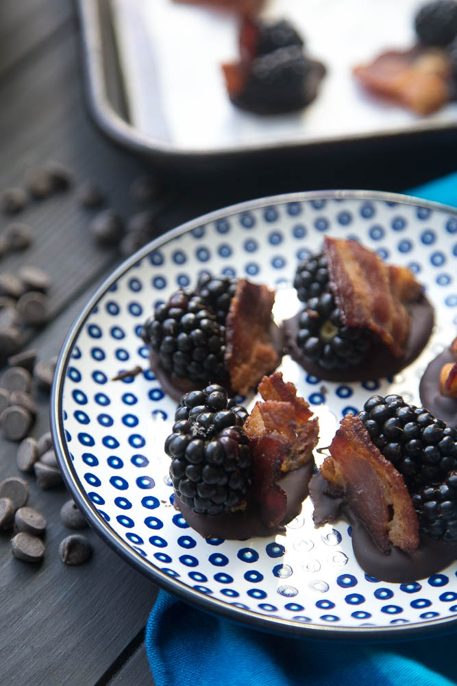 Blackberry Bacon Bark Bites! A quirky chocolate bark combination that's totally addictive. You can also make these low-carb & keto friendly! | perrysplate.com #ketorecipes #ketodesserts