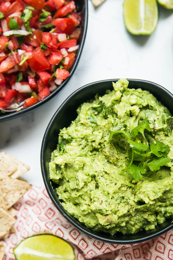This THE BEST guacamole recipe -- simple, delicious, and great on any tex-mex or Mexican-inspired dish! Also tips on ripening & storing avocados -- perrysplate.com