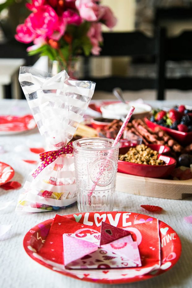 Easy ways to decorate a table for a festive Valentine's day breakfast!