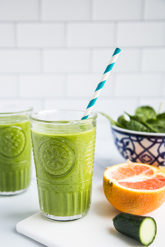 Tasty Green Smoothie Recipe (that actually tastes good!) perrysplate.com